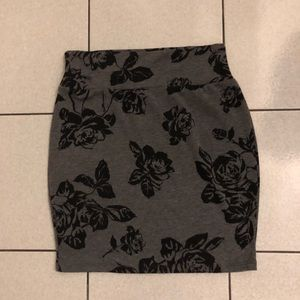 F21 floral form fitting mini skirt - size L